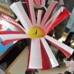 bloem knutselen van plastic bekertjes