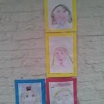 zelfportret tekenen in atelier