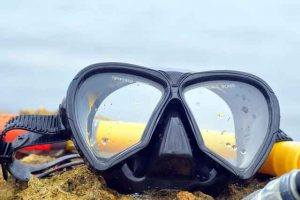 waterspelletjes met duikbril